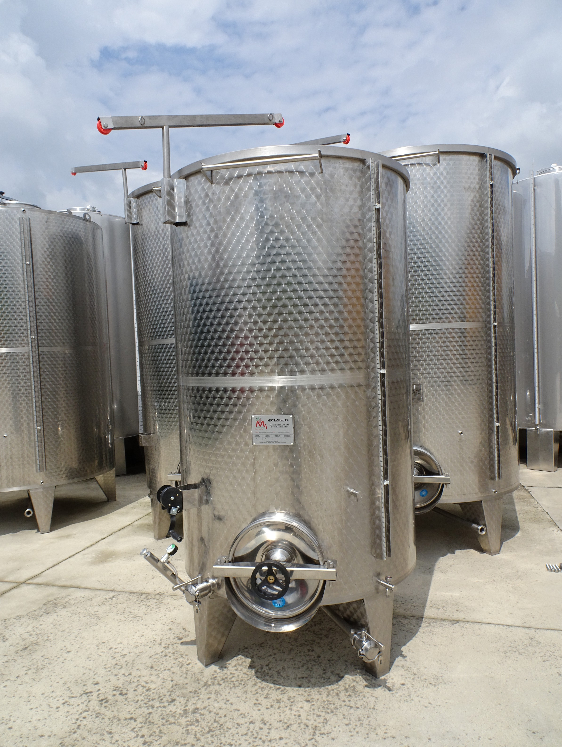 STAINLESS STEEL CAPACITY LITERS 2500 PNEUMATIC FLOATING LID MODEL CONICAL BOTTOM NEW EQUIPMENT