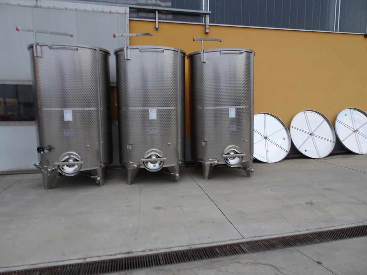 STAINLESS STEEL TANKS CAPACITY LITERS 5000 PNEUMATIC FLOATING LID CONICAL BOTTOM NEW EQUIPMENT