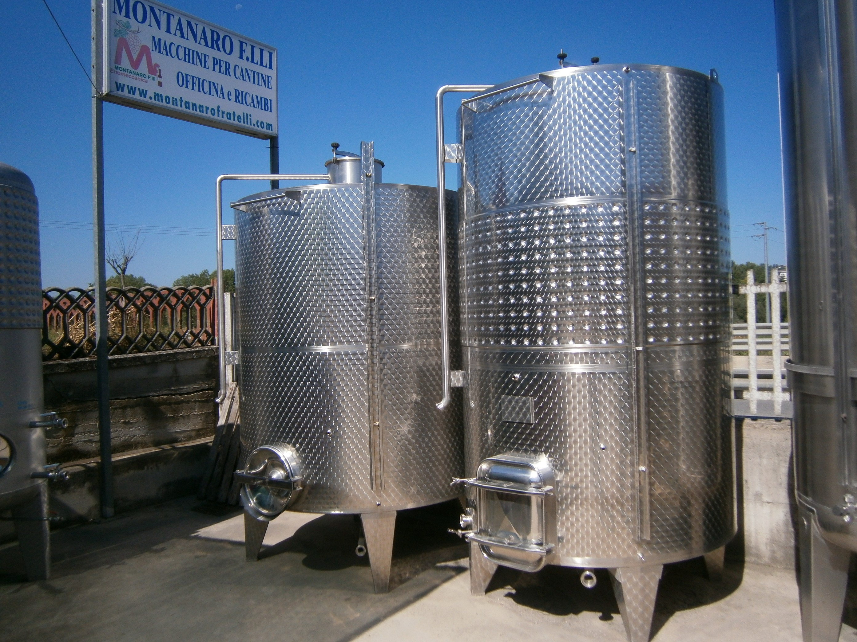 STAINLESS STEEL TANKS CAPACITY LITERS 5000 STORAGE /FERMENTATION MODEL INCLINED FLAT BOTTOM NEW EQUIPMENT