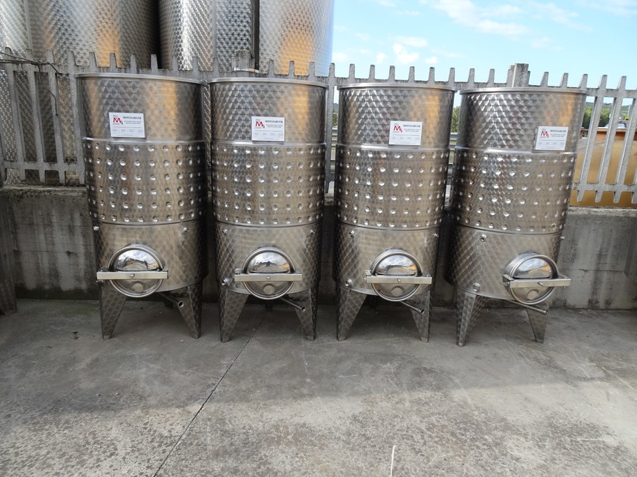 TANKS CAPACITY 500 LITERS, AISI 304 STAINLESS STEEL, MODEL FLOATING TOP WITH BAND, CONICAL BOTTOM, NEW EQUIPMENT.