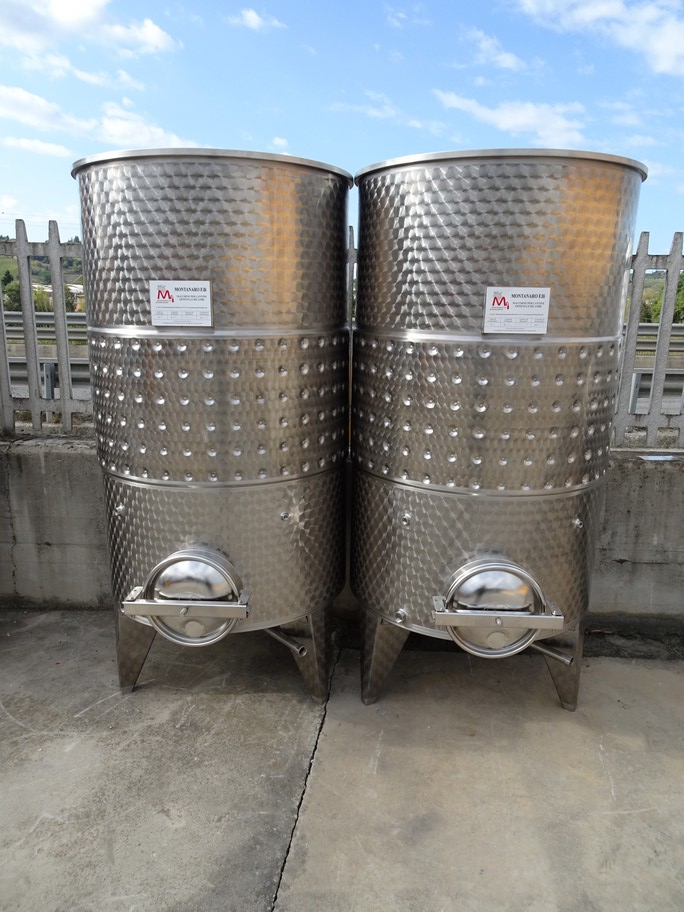 TANKS CAPACITY 1000 LITERS, AISI 304 STAINLESS STEEL, MODEL FLOATING TOP WITH BAND, CONICAL BOTTOM, NEW EQUIPMENT.