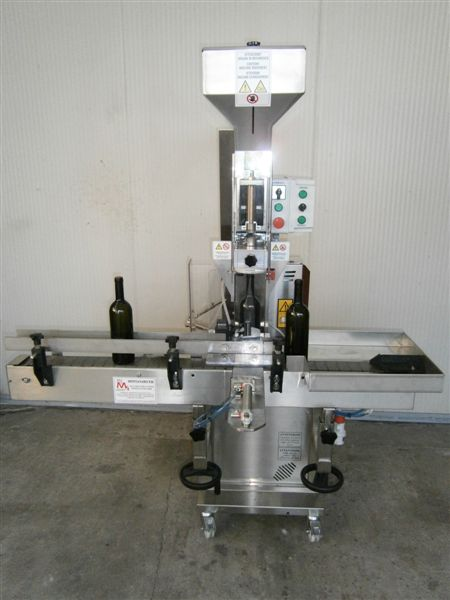 SEMI-AUTOMATIC CORKING MACHINE MF 35 WITH TOWING AND VACUUM NEW MACHINE