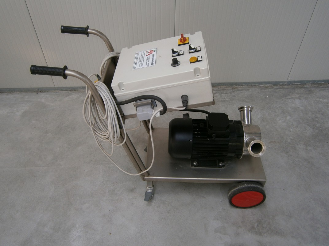 PUMP - ELECTRIC PUMP IN STAINLESS STEEL WITH FOOD NEOPRENE IMPELLER MOD. EURO 60 WITH ELECTRONIC INVERTER 220/380 VOLT AND REMOTE CONTROL NEW MACHINE