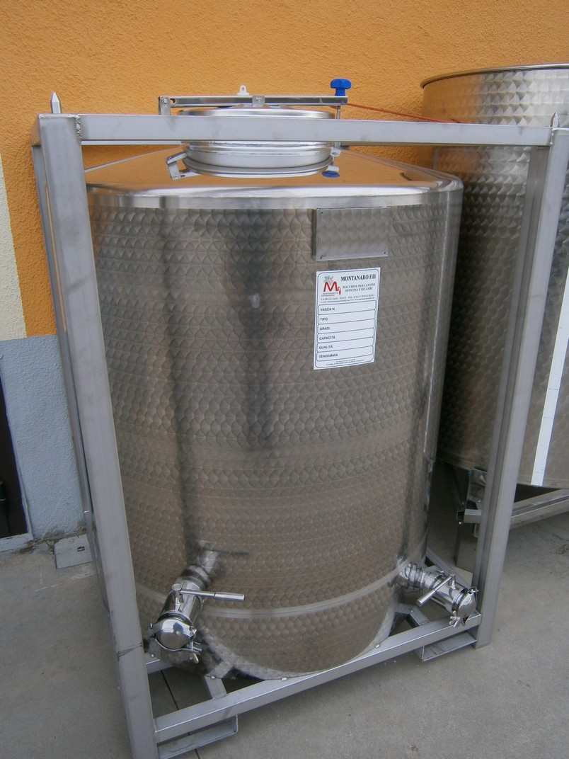 STAINLESS STEEL TANKS CAPACITY LITERS 1500 FORK-LIFTABLE STACKABLE/ STACKABLE FRAME CONICAL BOTTOM NEW EQUIPMENT