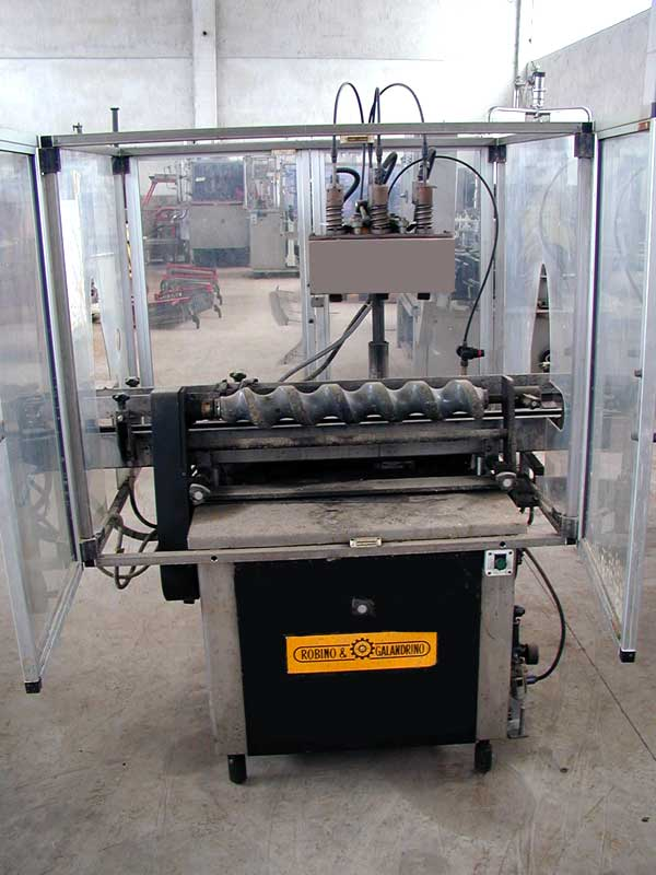 AUTOMATIC PVC CAPSULE DISTRIBUTOR ROBINO E GALANDRINO MODEL VULCAN 6000 SECOND-HAND MACHINE