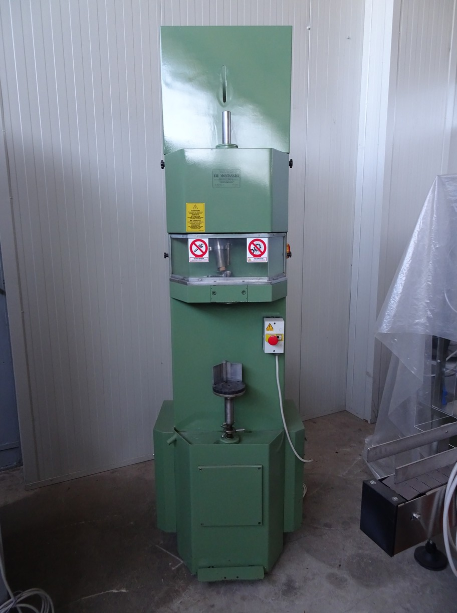 SEMIAUTOMATIC CORKING MACHINE QUAGLIA E GIUSO, FOR NATURAL CORK, SECOND-HAND MACHINE.