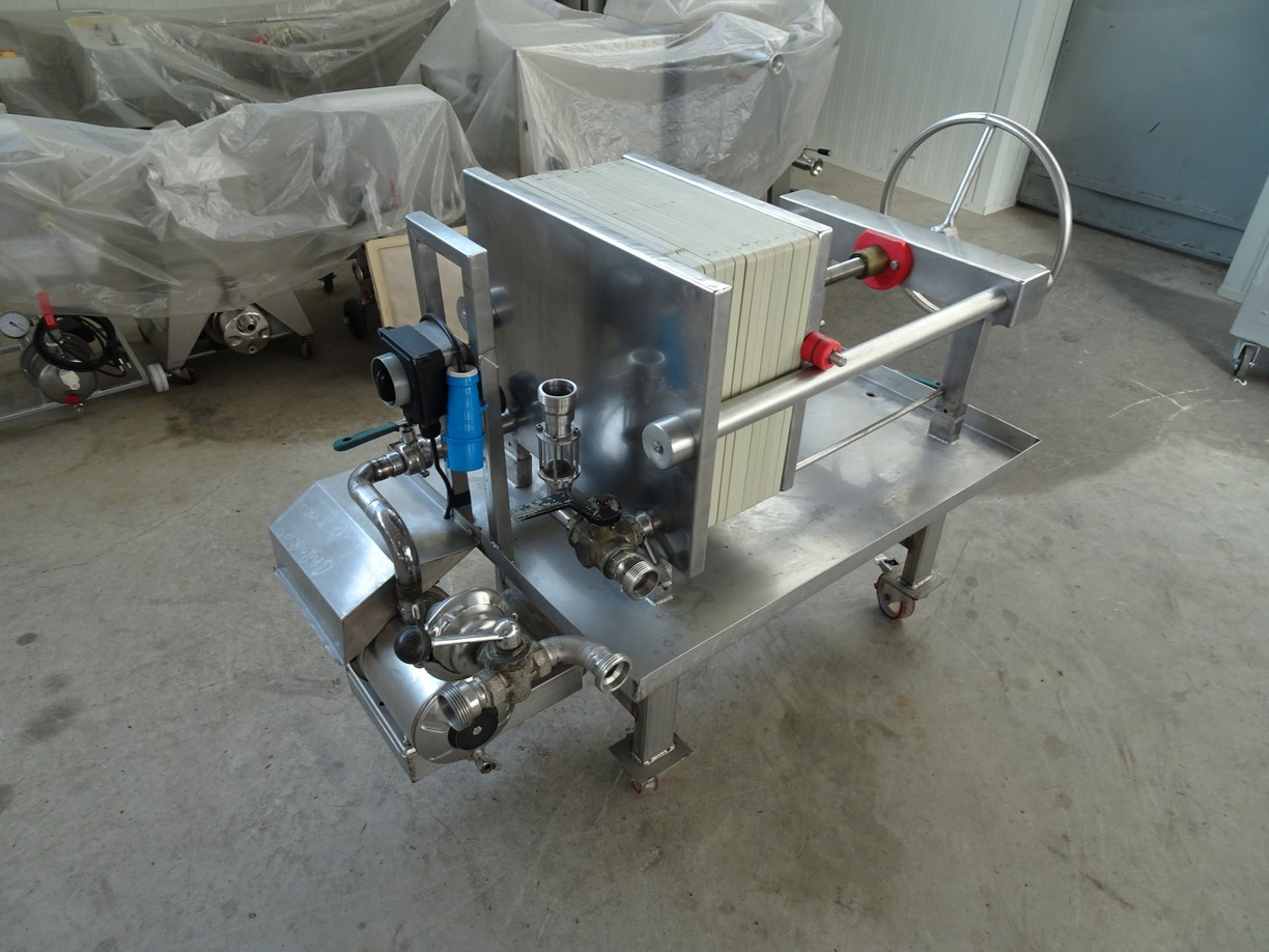 FILTER 14 PLATES 40 X 40 , STAINLESS STEEL FRAME, SECOND-HAND MACHINE.
