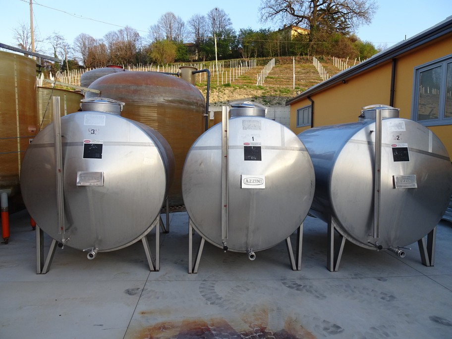 HORIZONTAL STAINLESS STEEL TANK AZZINI CAPACITY 4000 LITERS (40 HL) STORAGE MODEL, SECOND-HAND EQUIPMENT.